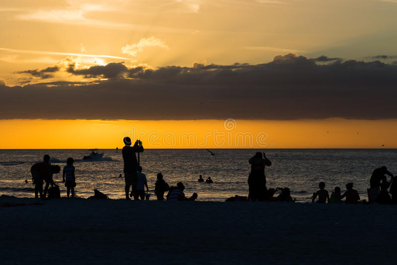 Wolken, overzees en zonsondergang royalty-vrije stock afbeeldingen