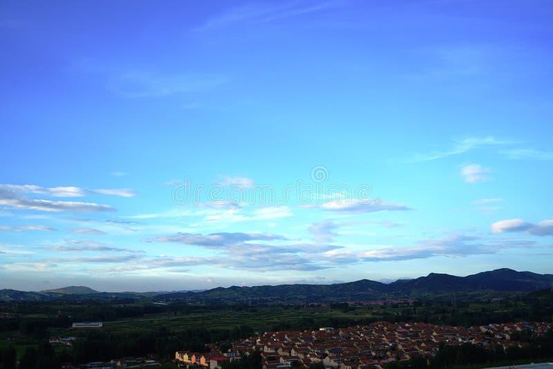 Wolken schwimmt in den Himmel an der Dämmerung stockfoto