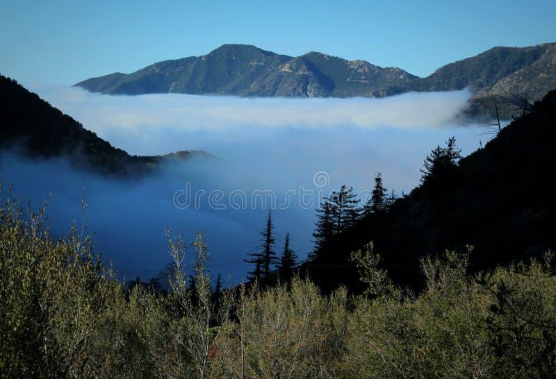 Wolken-Umstellung angesehen vom Berg Baldy über dem Angeles-staatlichen Wald, San Gabriel Mountains lizenzfreies stockfoto