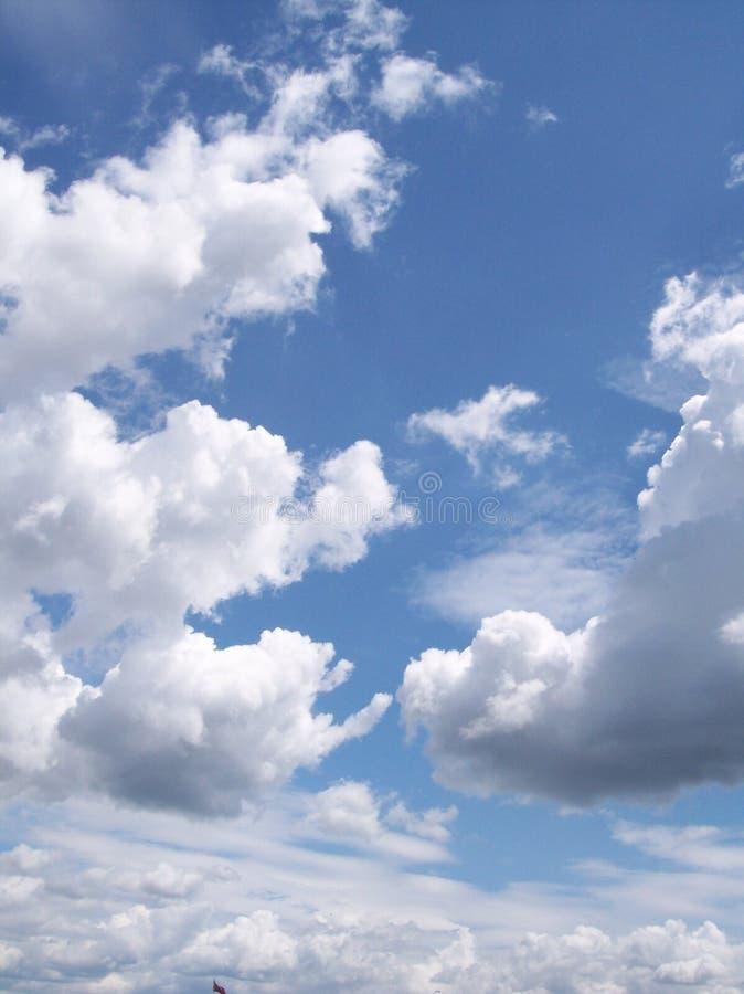 Wolken und blauer Himmel lizenzfreies stockbild