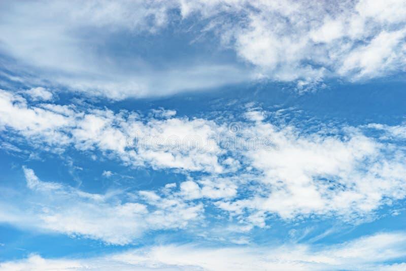 Wolken- und Himmelhintergrund stockbilder