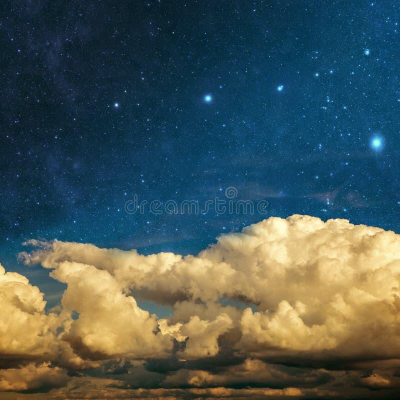 Wolken und Sterne stockfotografie