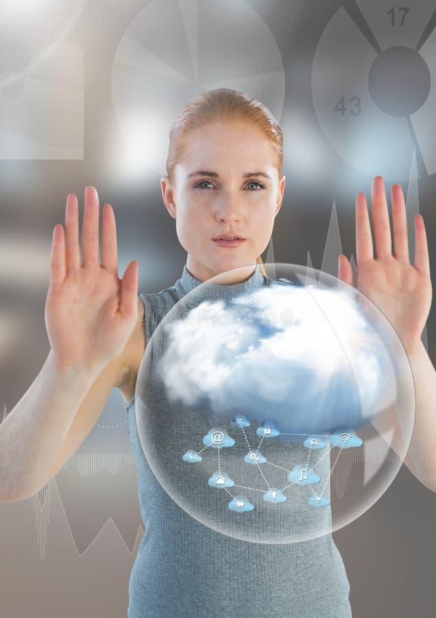 Wolkenbel en Futuristische Onderneemster wat betreft lucht voor vaag bureau royalty-vrije stock afbeelding
