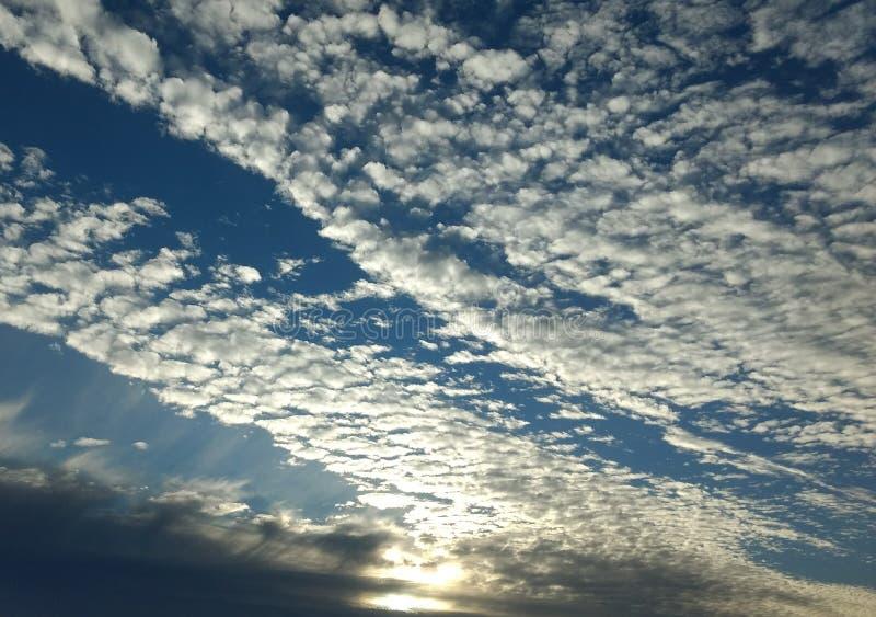 Wolkengolven stock afbeeldingen