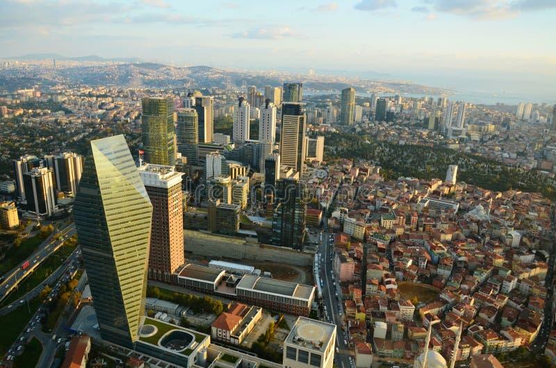 Wolkenkrabber bij een hoogte van MT 280 in Istanboel en de Gouden Hoorn royalty-vrije stock afbeelding