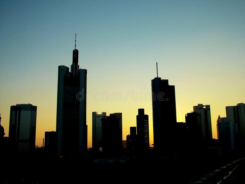 Download Wolkenkrabber de stad in stock foto. Afbeelding bestaande uit polis - 289536