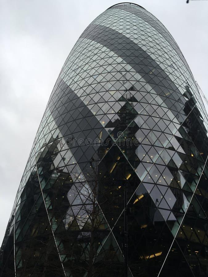 Wolkenkrabber met glasruiten stock fotografie