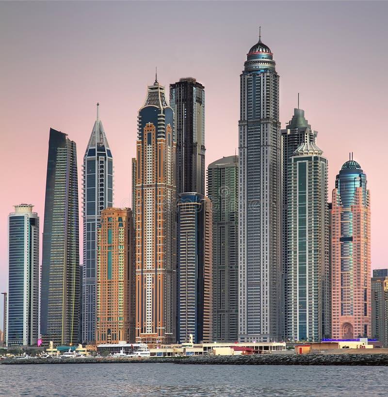Wolkenkrabbers in Doubai stock foto's