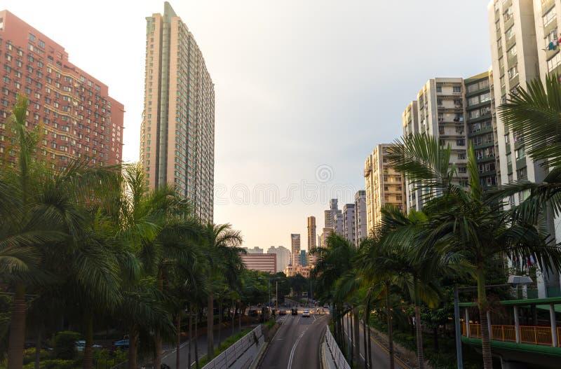 Wolkenkrabbers en woonwijkmening Kowloon, Hong Kong bij zonsondergang stock afbeelding