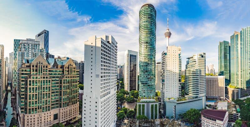 Wolkenkrabbers in Kuala Lumpur, de horizon van het de Stadscentrum van Maleisië stock afbeelding