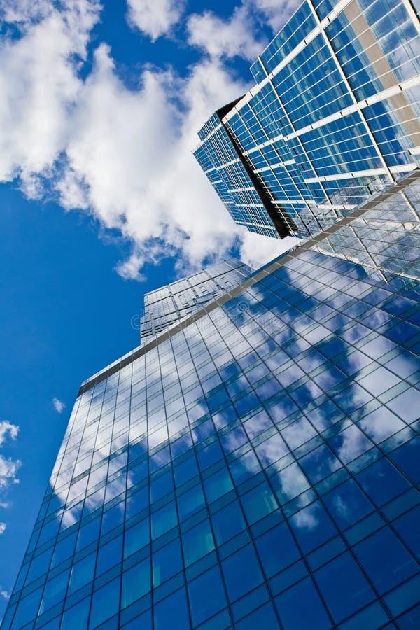 Wolkenkrabbers op hemelachtergrond royalty-vrije stock fotografie