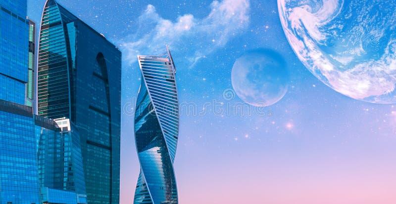 Wolkenkratzer auf einem Hintergrund des sternenklaren Himmels stockbild