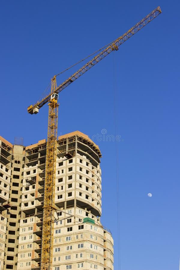 Wolkenkratzer bei Bau Aufbau von Wohnbu Wohnungsbau stockbild