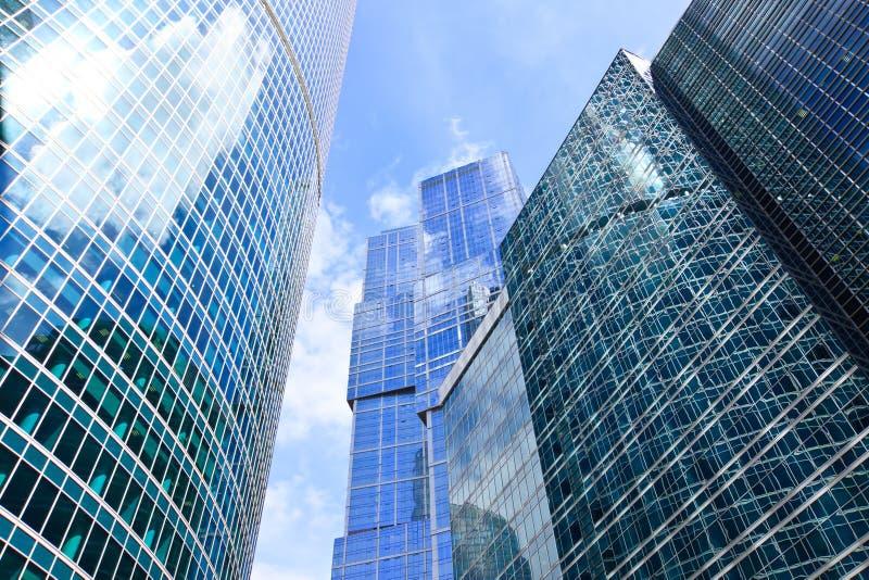 Wolkenkratzer des modernen Geschäftszentrums stockbilder