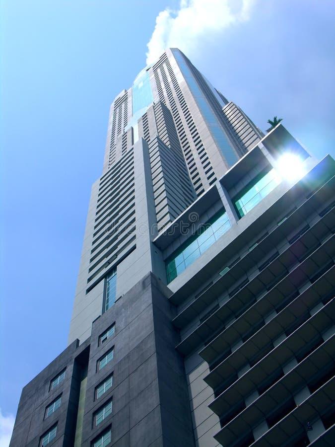 Download Wolkenkratzer-Hotel stockfoto. Bild von reflexion, städtisch - 35758