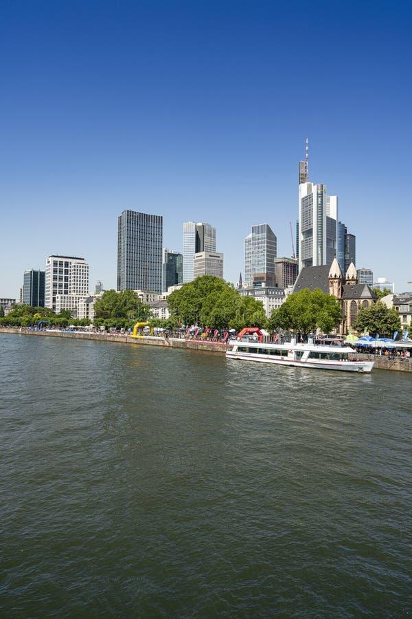 Wolkenkratzer im Frankfurt-Finanzbezirk lizenzfreie stockfotos