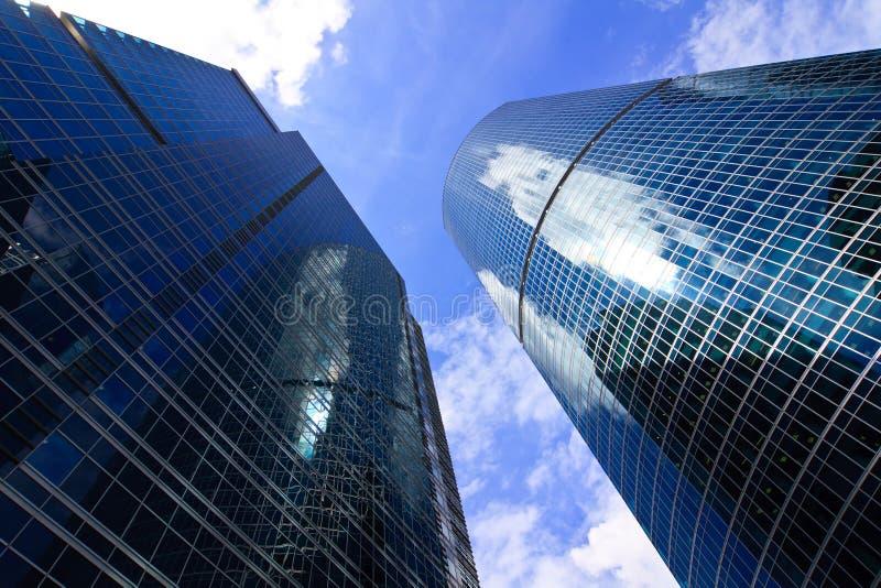 Wolkenkratzer im Geschäftszentrum stockbilder