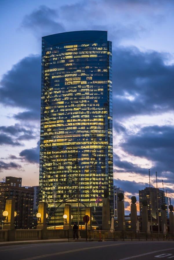 Wolkenkratzer im Stadtzentrum am Wacker Drive, Chicago, Illinois, USA lizenzfreie stockbilder
