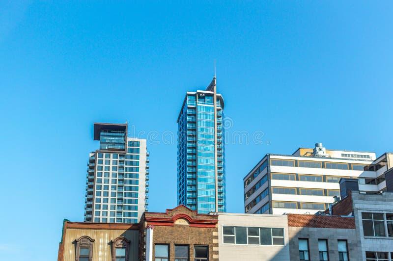 Wolkenkratzer in Montreal im Stadtzentrum gelegen lizenzfreie stockfotos