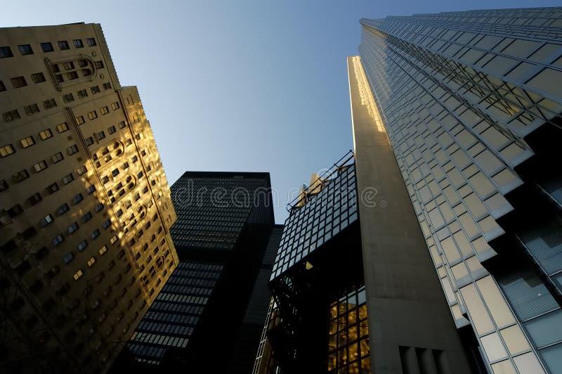 Wolkenkratzer oben lizenzfreies stockfoto
