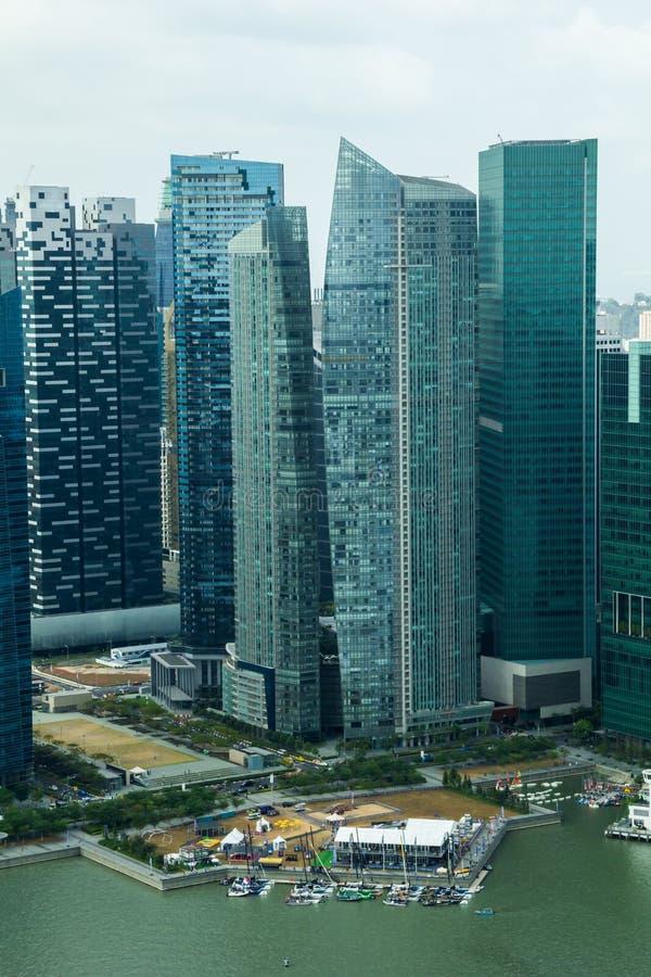 Wolkenkratzer in Singapur im Stadtzentrum gelegen lizenzfreies stockbild