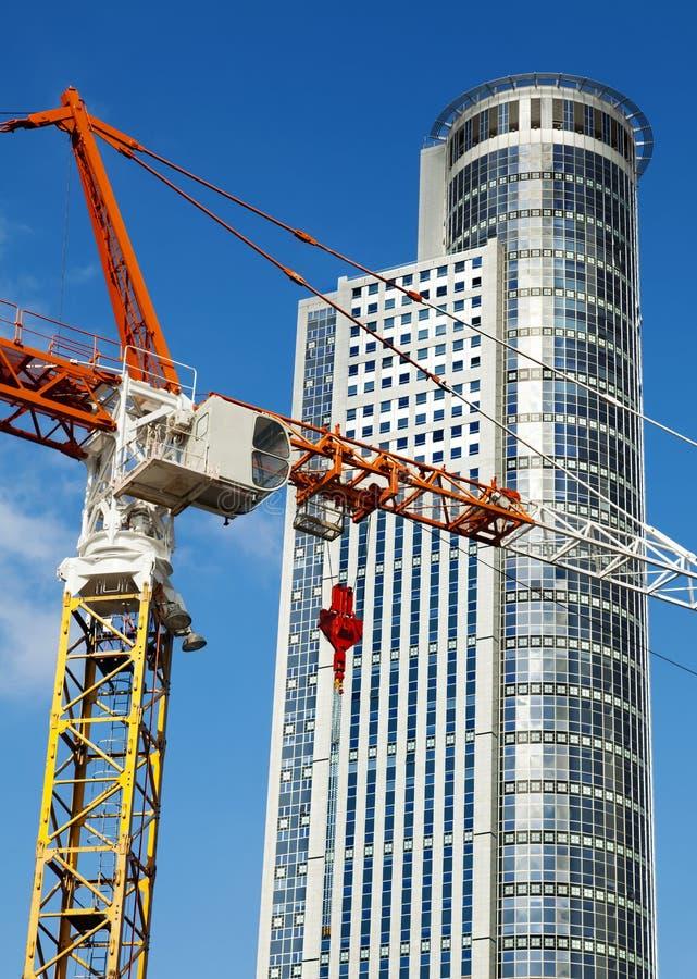 Wolkenkratzer-Spitze u. Crane Excerpt lizenzfreies stockbild