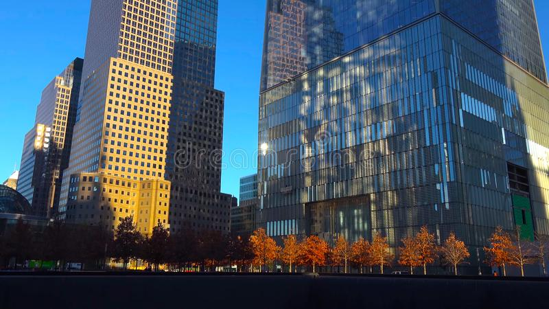 Wolkenkratzer an Stadt Nacht-/New York - USA Ansicht zum Lower Manhattan am 18. Dezember 2018 stockbild