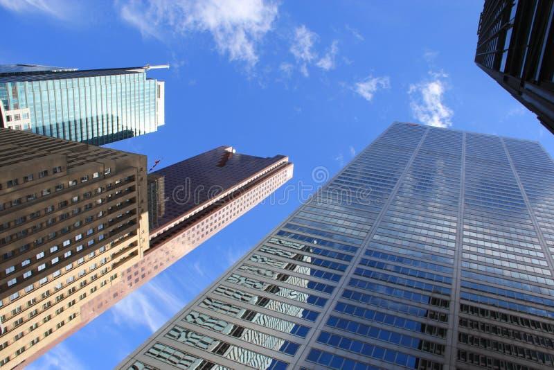 Wolkenkratzer und Banken stockbild