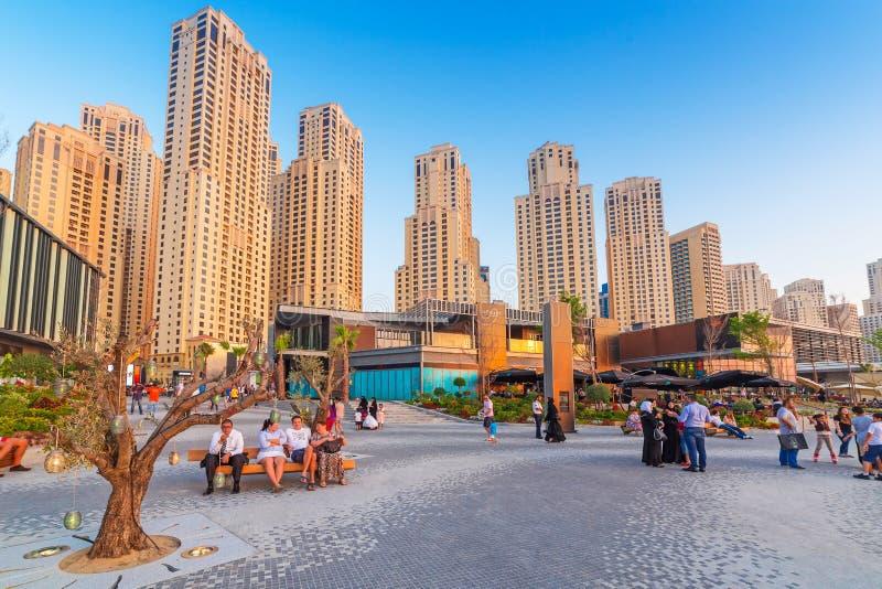 Wolkenkratzer von Dubai-Jachthafen lizenzfreie stockfotos