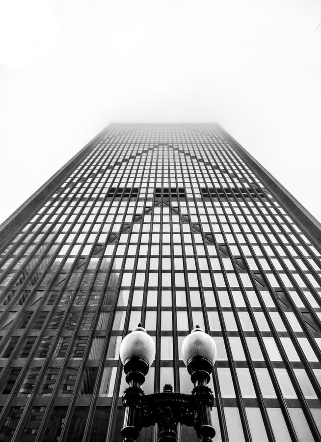 Wolkenkratzerfront - Symmetrie und macht- Boston-Platz, Schwarzweiss stockfoto