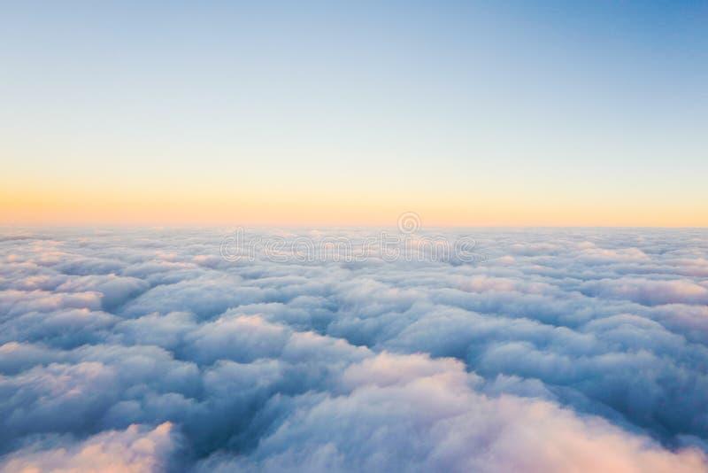 Wolkenmeer auf dem Flugzeug stockbilder