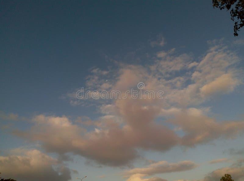 Wolkenpret met Maan stock afbeeldingen