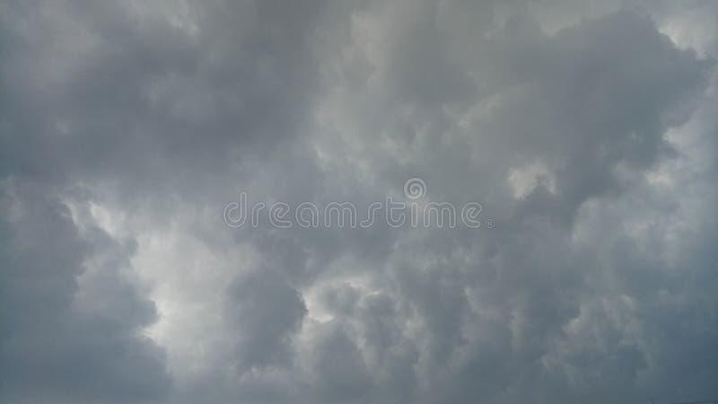 Wolkenstortbuien stock afbeeldingen