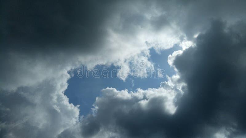 Wolkenstortbuien stock fotografie