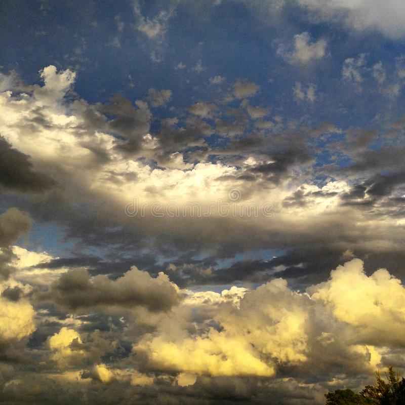 Wolkenverschil stock foto