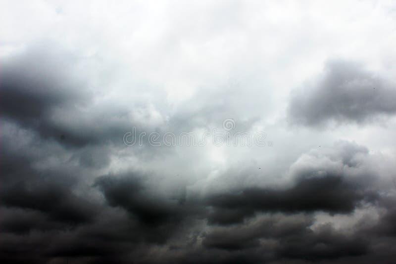Wolkiges Wetter lizenzfreie stockbilder