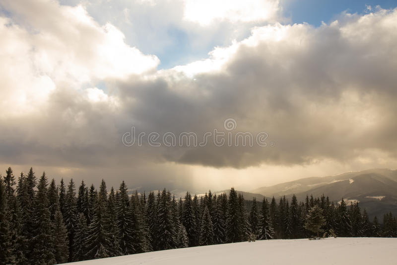 Wolkiges Wetter stockfotos