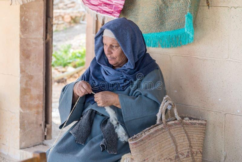 Wollarbeitskraft im Dorf von Ghajnsielem in Gozo, Malta lizenzfreie stockfotos