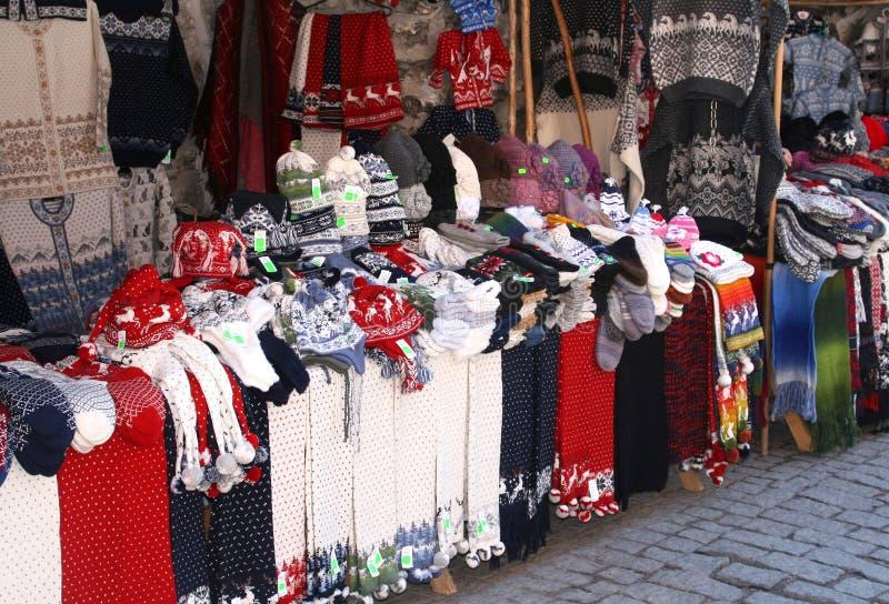 Wollen met de hand gebreide kleren in Tallinn royalty-vrije stock fotografie
