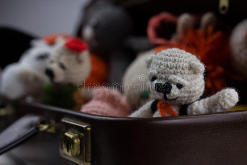 Wollspielwaren falls, mit Teddybären lizenzfreie stockbilder