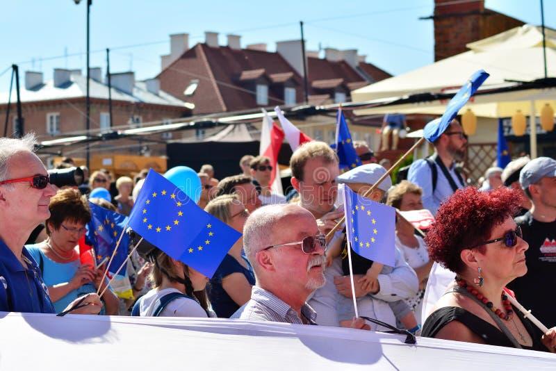 Wolność Marzec Słupy maszerują potępiać rzędu, żlobi demokrację zdjęcia royalty free