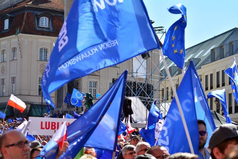 Wolność Marzec Słupy maszerują potępiać rzędu, żlobi demokrację zdjęcie royalty free