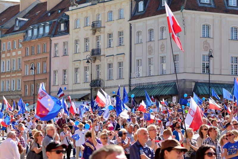 Wolność Marzec Słupy maszerują potępiać rzędu, żlobi demokrację fotografia royalty free