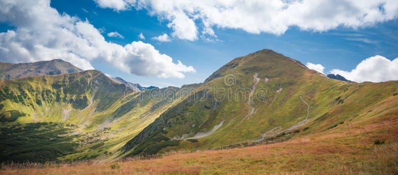 Wolowiec e Lopata nelle montagne dei Tatra occidentali - Scenario estivo sulle colline fotografie stock libere da diritti