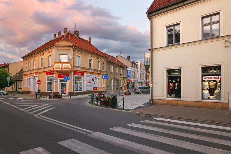 Wolsztyn, POLONIA - 27 de agosto de 2017: Edificios en los cruces de Stycznia y de Roberta Kocha Streets fotografía de archivo libre de regalías