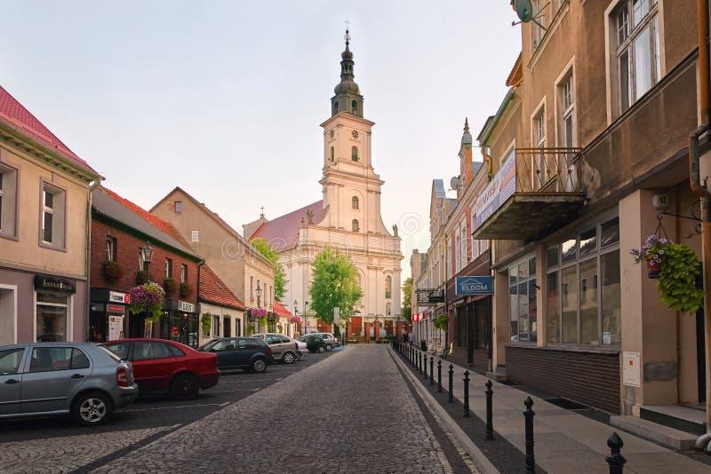 Wolsztyn, POLONIA - 27 de agosto de 2017: Iglesia parroquial en la calle de Koscielna imágenes de archivo libres de regalías