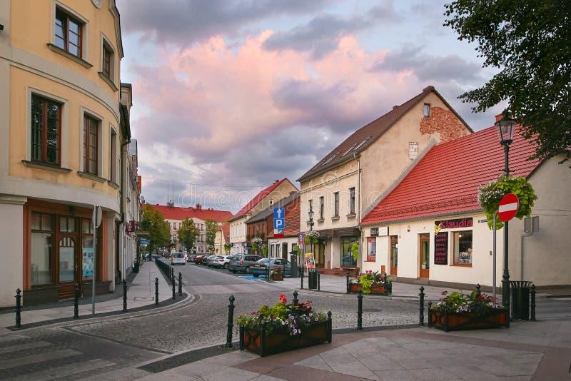 Wolsztyn, POLSKA - 27 2017 Sierpień: Budynki wzdłuż Kocielna ulicy zdjęcie royalty free