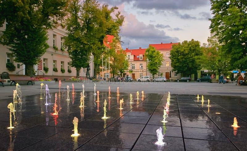 Wolsztyn, POLSKA - 27 2017 Sierpień: Fontanna w Wolsztyn rynku obraz stock