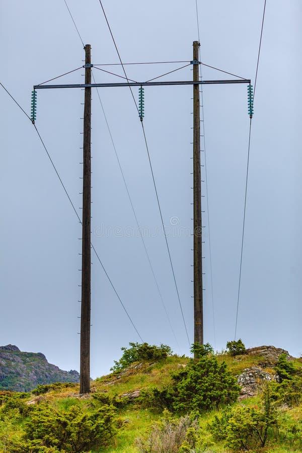 Woltaży słupy, elektryczność pilon, przekaz władzy wierza fotografia royalty free