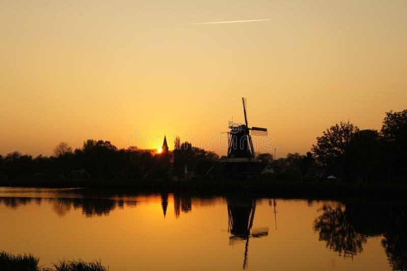 Woltersum Holland solnedgång fotografering för bildbyråer